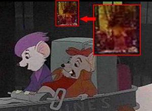 Walt Disney çizgi filmi. Arka plandaki pencerede çıplak kadın figürü var.